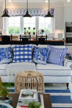 // Pillow mixing in the perfect coastal living room.