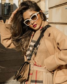 How quick can it be! Flat Top Sunglasses, Cute Sunglasses, Sunglasses Women, Womens Fashion Online, Latest Fashion For Women, Fake Glasses, Glasses Frames, Cat Eye Colors, Valentino Sunglasses