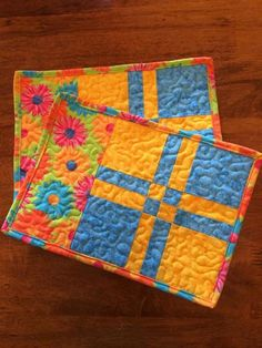 Bright spring quilted coasters by Heathersquaintquilts on Etsy.