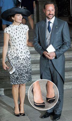 Crown Princess Mary of Denmark Princesa Mary, Modest Dresses, Simple Dresses, The Dress, Dress Skirt, Queen Dress, Crown Princess Mary, Gowns Of Elegance, Elegant Outfit