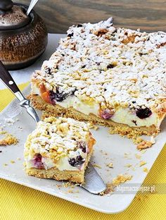 Kruche ciasto z owocami i budyniową pianką, ciasto z owocami, ciasto z beza, kruche ciasto z owocami, borówki, brzoskwinie, http://najsmaczniejsze.pl #food #cake