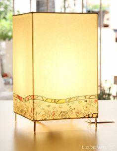 Lámpara de mesa._18 x 12 cm_ MOSAICO ONDA GAUDÍ por LuzdePapel