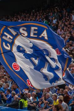 The Blue Flag - The finest team in the land and still the only club in London to have won the Champions League. Chelsea Football, Sport Football, College Football, Chelsea Wallpapers, Chelsea Fc Wallpaper, Chelsea Players, Kobe Bryant Pictures, Classic Football Shirts, Soccer