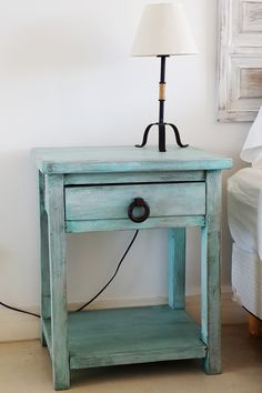 MESAS DE LUZ CON 1 CAJON Y ESTANTE – Antigua Madera Paint Furniture, Cool Furniture, Deco Paint, Boys Room Design, Diy Nightstand, Small Space Living, Colorful Furniture, Shabby Chic Style, Sweet Home