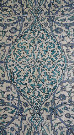 Intricate intertwining floral vine design: tiles in TOPKAPI PALACE, ISTANBUL, TURKEY