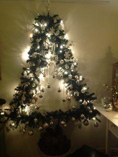 Oh xmas tree Christmas Tree Village, Wall Christmas Tree, Christmas Tree Painting, Crochet Christmas Ornaments, Christmas Baubles, Xmas Tree, Kids Christmas, Christmas Tree Decorations, Christmas Crafts