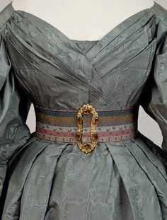 Historical costuming and vintage sewing projects, with dress diaries and research on period dress from the to the century. Vintage Outfits, Vintage Gowns, Vintage Mode, Historical Costume, Historical Clothing, Historical Dress, Costume Roi, Victorian Fashion, Vintage Fashion