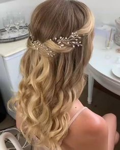 Wedding Hairstyles For Long Hair, Wedding Hair And Makeup, Hair Makeup, Hairstyle Wedding, Bridal Hairstyles Down, Hairstyles For Long Dresses, Headband Wedding Hair, Bridal Makeup For Blue Eyes Blonde Hair, Graduation Hairstyles With Cap