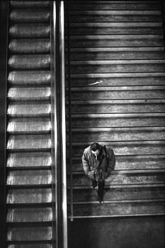 Paris 1997  Photo: Raymond Depardon   Walk in paris /  metro / doing your things / knowing anyone /