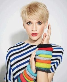 Fine, soft hair comes into its own when styled in a pixie cut! A layered pixie cut shows off the fluffy texture of silky-soft fine hair and makes it easy to get Short Blonde Haircuts, Haircuts For Fine Hair, Pixie Hairstyles, Bob Hairstyle, Layered Haircuts, Blonde Pixie Haircut, Bump Hairstyles, Haircut Short, Short Bangs