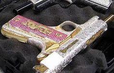 ingraved pink guns | museo del narco???