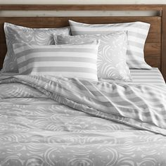 Love this grey bedding!!!! If never get out of bed ;-)
