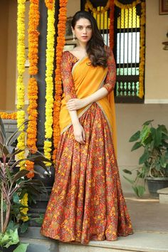 Sammohanam movie actress aditi rao hydari new stills, photos. Actress aditi rao hydari new photos, aditi rao hydari sammohanam movie making photos and latest photos. Indian Beauty Saree, Indian Sarees, Pakistani, Indian Dresses, Indian Outfits, Half Saree Lehenga, Sari, Half Saree Designs, Saree Models