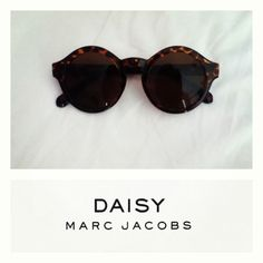 DAISY Marc Jacobs Glasses... I'm in actual love