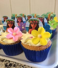 Like the little flowers on top of the cupcakes Moana Theme Birthday, Hawaiian Birthday, Luau Birthday, 6th Birthday Parties, Moana Birthday Cakes, Birthday Ideas, Moana Party, Moana Themed Party, Cupcake Moana