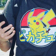 Segundo dia de gravações e tomara que não esteja escrito nada tosco na minha camisa :D #pokemongo #brasileirosnocanada #pikachu
