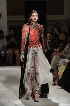 Anamika Khanna at India Couture Week 2016 Lakme Fashion Week, India Fashion, Asian Fashion, Fashion Show, Fashion Outfits, Pakistani Outfits, Indian Outfits, Look Short, Anamika Khanna
