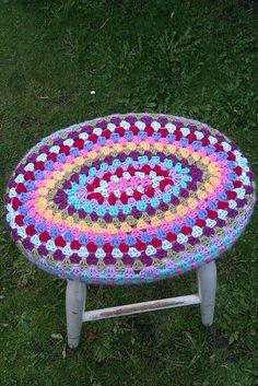 Ravelry: strwberrydelight's Oval Granny Stool Cover