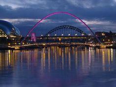 Gateshead Millennium Bridge turning pink for Breast Cancer Campaign #wearitpink #Newcastle
