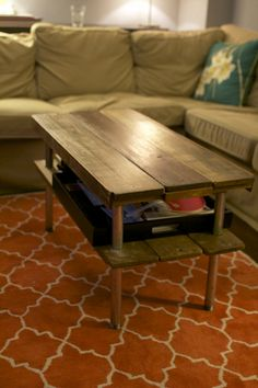 DIY: rustic wooden coffee table