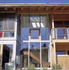 Verglastes Treppenhaus im Holzhaus von Bau-Fritz