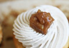 organic apple pie cupcake topped with caramelized apple compote #organic #cupcake #applepie #pie www.sweetcharllote.com