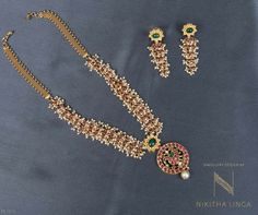 Jewellery is the perfect way to bring life to an outfit and enhance your best features! Gold Jewellery Design, Gold Jewelry, Beaded Jewelry, Gold Necklaces, Pearl Jewelry, Pearl Necklace, Bollywood Jewelry, India Jewelry, Temple Jewellery