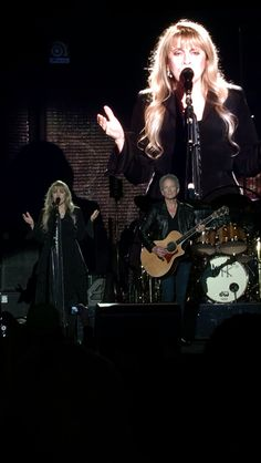 Fleetwood mac 2014 Time cast a spell on you~~~