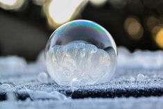 Each winter, when the temperature dips into the negatives, Washington-based photographer Angela Kelly takes advantage of the frigid weather and blows bubbl