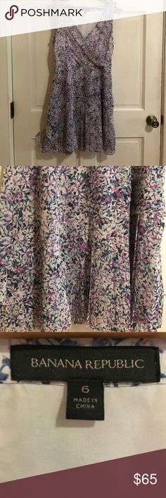 Banana Republic Floral print dress. Size 6 Lined soft silky polyester pleated skirt on bottom. Beautiful flowy floral print dress. Banana Republic Dresses Mini