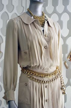 Love everything about this vintage Chanel!