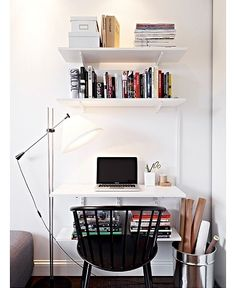 Small & stylish apartment in goteborg lili halo decoration w Small Workspace, Desks For Small Spaces, Small Rooms, Desk Space, Apartment Needs, Apartment Living, Workspace Inspiration, Room Inspiration, Desk In Living Room