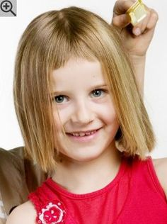 Simple bob cut for little curls. A haircut with clean lines, a center part and narrow bangs.