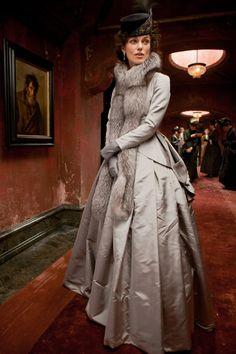 Keira Knightley in the title role of 'Anna Karenina', Late Russian aristocracy costumes designed by Jacqueline Durran. Theatre Costumes, Movie Costumes, Cool Costumes, Ballet Costumes, Keira Christina Knightley, Keira Knightley, Historical Costume, Historical Clothing, Moda Retro