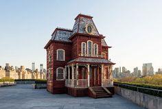 メトロポリタン美術館の屋上に映画『サイコ』の家が!|New York | カーサ ブルータス