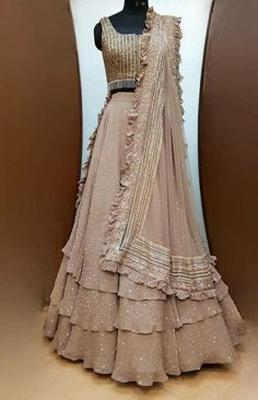 My Pins Lehnga Dress 298293175325224946 Discover what colors suit your dwelling. Usage of colour giv Indian Bridal Outfits, Indian Fashion Dresses, Indian Designer Outfits, Designer Dresses, Indian Wedding Lehenga, Wedding Lehenga Designs, Stylish Dresses For Girls, Stylish Dress Designs, Lehnga Dress