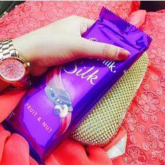 21 ideas for dairy milk heart chocolate Chocolate World, I Love Chocolate, Chocolate Ice Cream, Dairy Milk Chocolate Images, Chocolate Lovers Quotes, Dairy Milk Silk, Cadbury Dairy Milk, Dairy Free Breakfasts, Girls Hand
