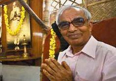 T.K.V. Desikachar est le fils et l'étudiant privilégié de Sri Krishnamacharya, un yogi reconnu et crédité d'incarner la force de réapparition du Hatha yoga pendant les récentes décennies.