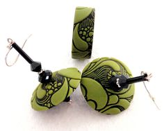 green and black stamped clay - earrings & bracelet Polymer Clay Kunst, Fimo Clay, Polymer Clay Projects, Polymer Clay Creations, Polymer Clay Earrings, Biscuit, Precious Metal Clay, Clay Design, Bijoux Diy