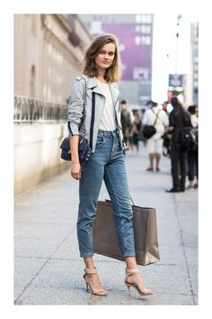 30 Street Style Outfits For High Heel Shoes High heel shoes are most elegant style for women,what to wear on high heels – that's the question. we want to present you 30 street style outfits for hi… Street Style Outfits, Looks Street Style, Street Style Summer, Looks Style, Style Me, Casual Outfits, Fashion Outfits, Chica Cool, Outfit Trends