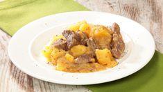Ricetta Spezzatino con patate: Ropa55 ci propone il suo spezzatino con patate, un piatto che più che una tradizione è un must. La carne di manzo che diventa tenera come burro grazie alla cottura lenta e le patate che, disfacendosi durante la cottura, formano una bel fondo di cottura denso e cremoso.