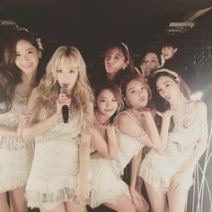 SNSD posed for a lovely group picture at the backstage of KBS' Gayo Daechukje
