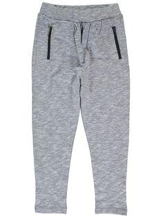 Grijze meisjes baggy broek NITKODDY van het merk Name-it. Dit is een licht grijze broek zonder sluiting, de broek is verstelbaar in de taille. Deze baggy broek is voorzien van 2 zijdelings steekzakken, met een rits sluiting.