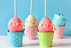 Easter is just around the corner, guys. And for those of you who do not have time to create beautiful masterpieces of dessert I have something oh so easy for you: Simple Easter Egg Cake Pops They c… Cake Truffles, Cupcakes, Cupcake Cakes, Cupcake Ideas, Easter Egg Cake Pops, Easter Eggs, Candy Boquets, Holiday Cakes, Holiday Foods