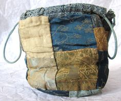 365 days of Japanese textiles for 2017 Japanese Quilts, Japanese Textiles, Boro, Shibori, Ethnic Bag, Rice Bags, Patchwork Bags, Fabric Bags, Bag Making