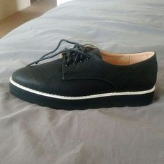 Topshop Black oxfords Black matte oxfords with white trim.. Brand new.. Only worn to try on.. Great classic shoe Topshop Shoes Flats & Loafers