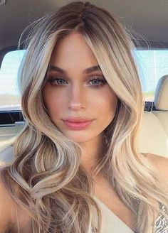 Still browsing for more interesting shades of hair colors to make your locks extra amazing in You may find here unique ideas of buttry blonde hair color ideas for long and medium hair… Hair Color Streaks, Hair Color Highlights, Hair Color Balayage, Blonde Color, Blonde Balayage, Natural Blonde Hair With Highlights, Ombre Hair, Haircolor, Blonde Hair Looks