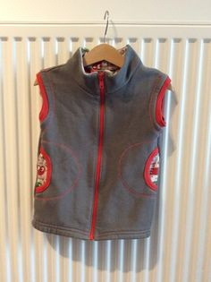 Sleeveless Jacket, adapted ottobre pattern. In sweat fabric, lined with jersey.