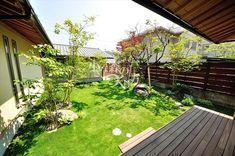 〈デッキ デッキテラス〉 『リビングから続くウッドデッキと広いお庭』 リビングから続くウッドデッキとさわやかなお庭。 板塀と植栽で外界のさわがしさをシャットアウトしたプライベートな空間に・・・。  外構 庭 田主丸緑地 Farm Gardens, Farm House, Deck, Outdoor Decor, Home Decor, Decoration Home, Room Decor, Front Porches, Home Interior Design