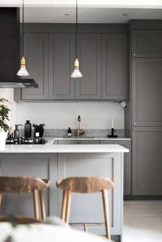Kitchen Interior Remodeling dark grey kitchen with marble worktop and brass details Dark Grey Kitchen, Grey Kitchen Cabinets, Kitchen Cabinet Design, Kitchen Flooring, Interior Design Kitchen, Refacing Cabinets, Kitchen Designs, Neutral Kitchen, Kitchen Units